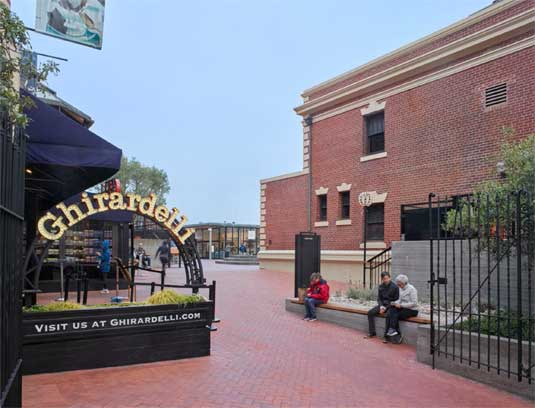 Ghirardelli Square Plaza, Revitalizing an Icon